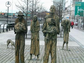 ダブリンの飢饉追悼碑.jpg